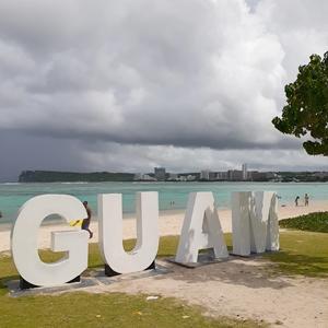 グアムイパオビーチのGUAMロゴ
